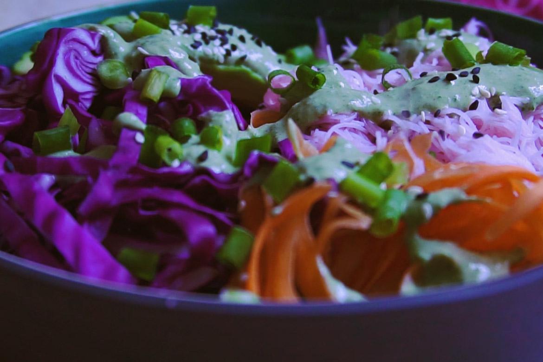 Розови оризови нудъли със зеленчуци